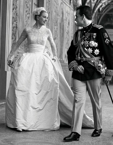 Grace Kelly dans sa robe de mariéeet Rainier III