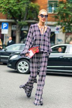 Le pyjama devient une pièce mode et se porte en ville